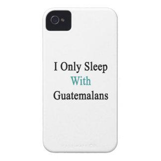 Duermo solamente con los guatemaltecos Case-Mate iPhone 4 funda