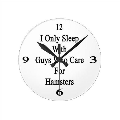 Duermo solamente con los individuos que cuidan par relojes