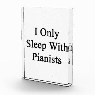 Duermo solamente con los pianistas