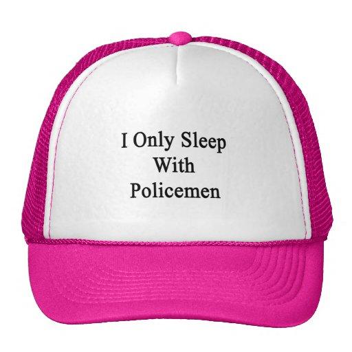 Duermo solamente con los policías gorros