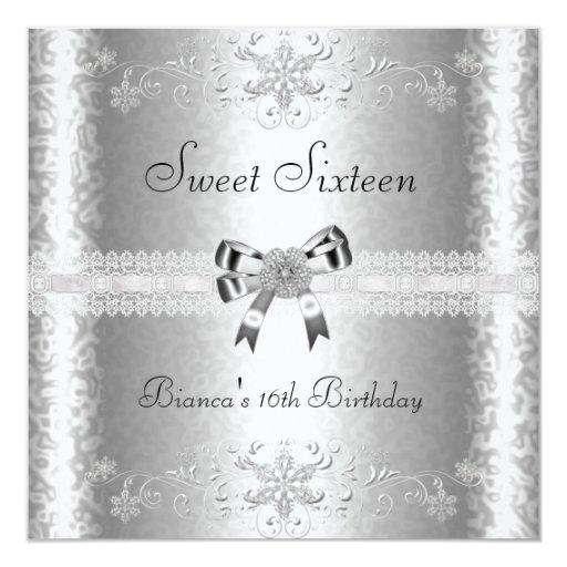 """Dulce 16 florales blancos de plata elegantes del invitación 5.25"""" x 5.25"""""""