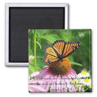 Dulce a la flor de mariposa del verso de la biblia imán cuadrado