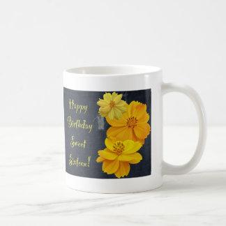 Dulce floral dieciséis del cumpleaños del cosmos taza