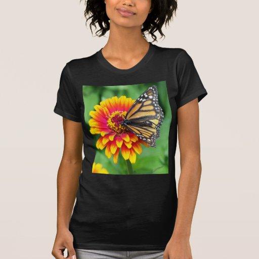 dulce y alegría de la flor de mariposa de monarca camisetas