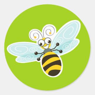 Dulce y diversión del _de la abeja de pegatina redonda
