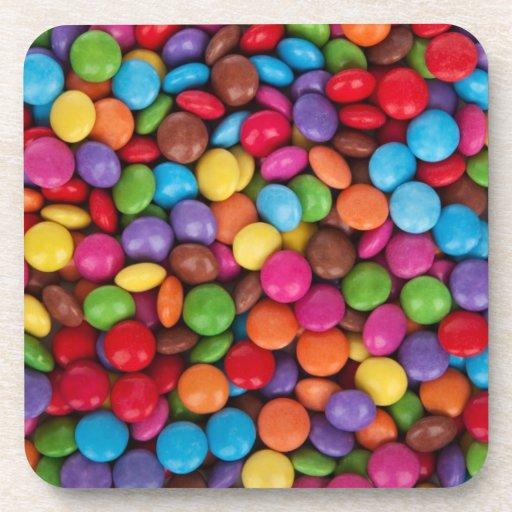 Dulces coloridos del caramelo del arco iris posavaso