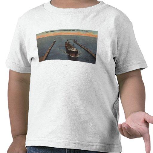 Duluth, manganeso - vista de la nave que entra del camiseta