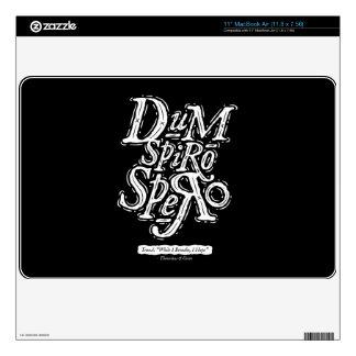 Dum Spiro Spero - piel del aire de Macbook - negro 27,9cm MacBook Air Calcomanías