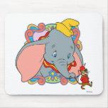 Dumbo está sonriendo alfombrillas de ratón
