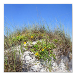 """Duna de la playa con las flores amarillas invitación 5.25"""" x 5.25"""""""