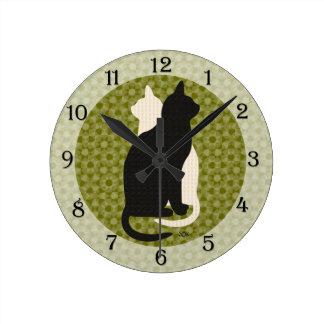 Dúo blanco de Catz del gatito del negro de la Reloj Redondo Mediano