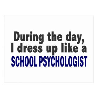 Durante el día me visto para arriba como psicólogo postales