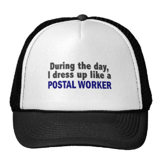 Durante el día me visto para arriba como un emplea gorras