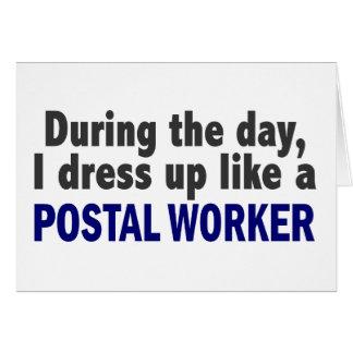 Durante el día me visto para arriba como un emplea tarjeta