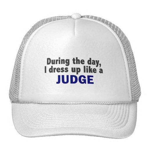 Durante el día me visto para arriba como un juez gorras