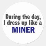 Durante el día me visto para arriba como un minero pegatinas redondas