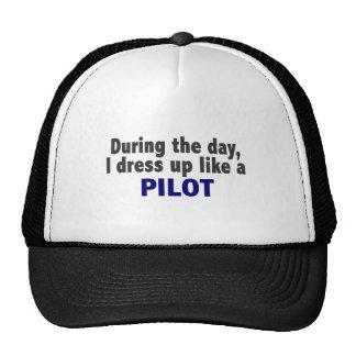 Durante el día me visto para arriba como un piloto gorros