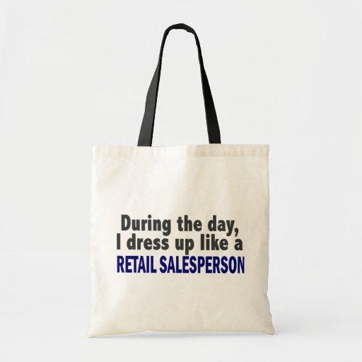 Durante el día me visto para arriba como vendedor  bolsas de mano
