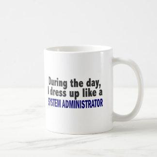 Durante el día visto para arriba al administrador  taza de café