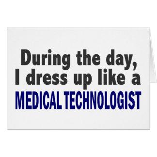 Durante el día visto para arriba al tecnólogo médi felicitaciones