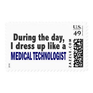 Durante el día visto para arriba al tecnólogo envio