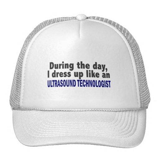 Durante el tecnólogo del ultrasonido del día gorra