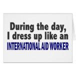Durante el trabajador de ayuda internacional del d felicitacion