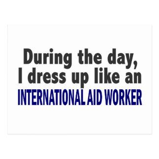 Durante el trabajador de ayuda internacional del d postales
