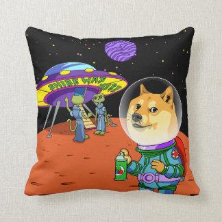 Dux Astro de Shibe y el dibujo animado de los Cojín Decorativo