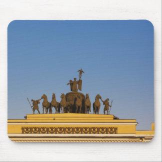 Dvortsovaya Square, Triumphal Arch, sunset 2 Mouse Pad