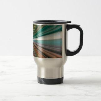 Dynamic converging lines pattern travel mug