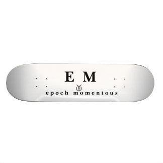 E_M_OS graban en relieve, E M, e p o c h   m o m e Monopatines Personalizados