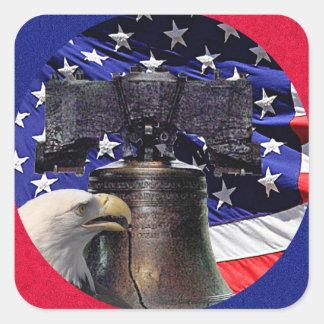 Eagle calvo americano, Bell y bandera Pegatina Cuadrada