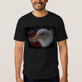 Eagle calvo americano en bandera remeras