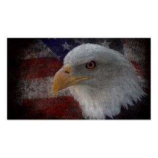 Eagle calvo americano en bandera tarjetas personales