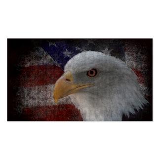 Eagle calvo americano en bandera tarjetas de visita