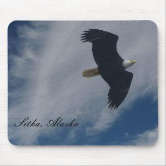Eagle calvo americano en Sitka, Alaska Alfombrilla De Raton