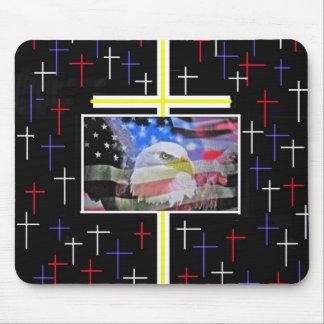 Eagle calvo americano, la bandera y la cruz alfombrilla de raton