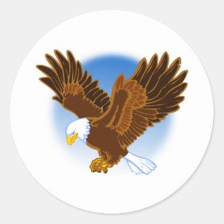 Eagle calvo americano que lo separa es alas pegatina redonda
