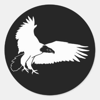 Eagle calvo blanco Swooping adentro para una Etiqueta Redonda