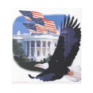 Eagle calvo con Casa Blanca y las banderas Bloc De Papel