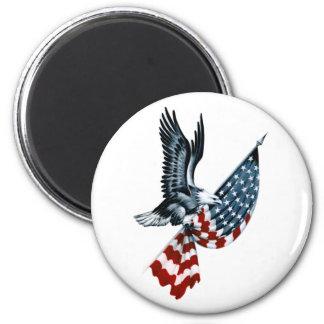 Eagle calvo con la bandera americana imán redondo 5 cm