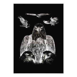 Eagle calvo que dibuja inversión del dibujo de lá comunicados