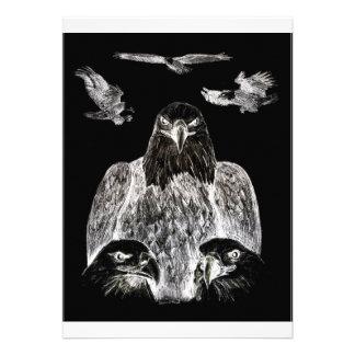 Eagle calvo que dibuja inversión del dibujo de lá comunicado personal