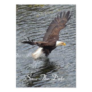 Eagle calvo que pesca en las tarjetas de la comunicados personales