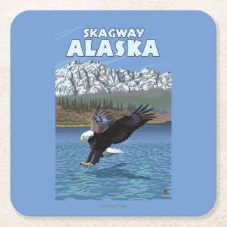 Eagle calvo que se zambulle - Skagway, Alaska Posavasos De Cartón Cuadrado