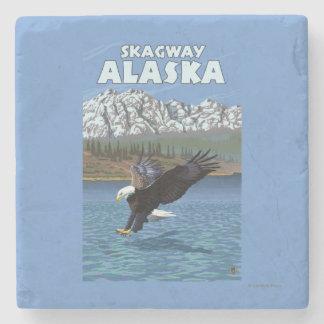 Eagle calvo que se zambulle - Skagway, Alaska Posavasos De Piedra