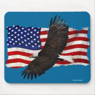 Eagle calvo que vuela y bandera Mousemat Mouse Pad