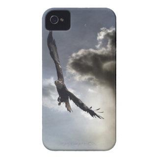 Eagle calvo que vuela y caja de Blackberry del Case-Mate iPhone 4 Carcasa