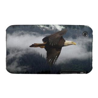 Eagle calvo que vuela y caso brumoso del iPhone 3 iPhone 3 Protector